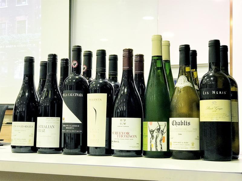 要掌握秘訣,還是要多嚐多寫,在品酒課中,導師為學員預備了多支紅酒及白酒,每堂要品嚐的酒種都有六至八款。