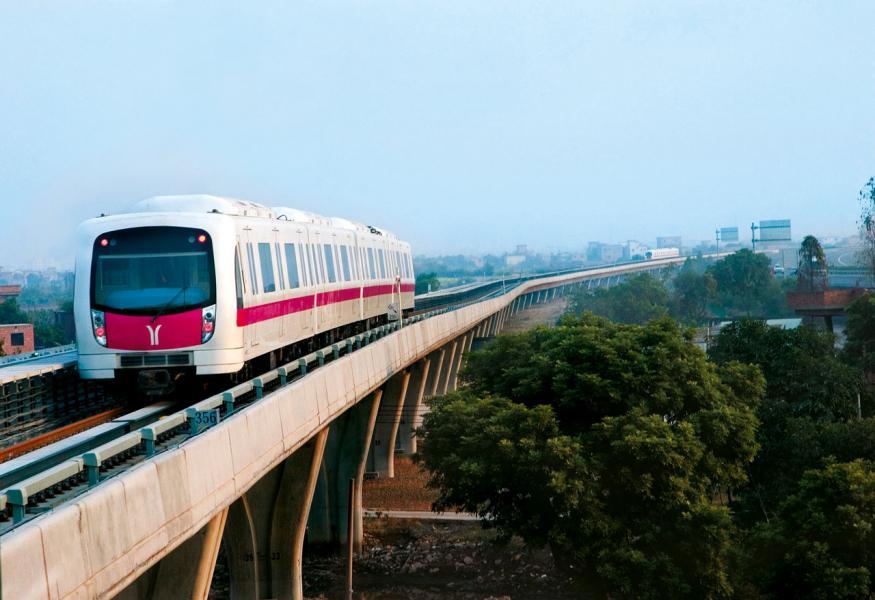 中央近年不斷加大基建投資,積極拓展鐵路網絡及城軌建設。