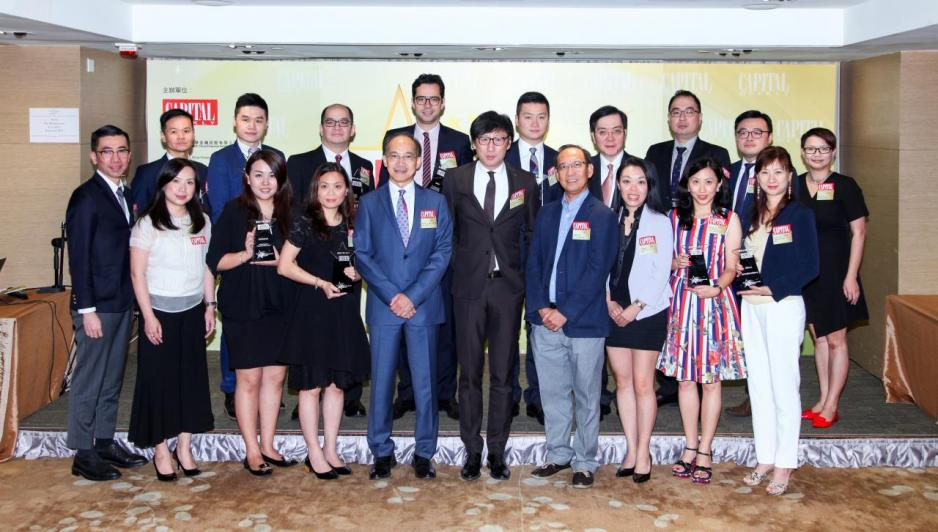 南華金融集團管理層,頒獎嘉賓及獲獎企業代表一同合照。