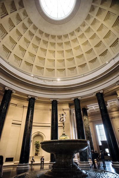 國家藝廊西翼設充滿古典特色。