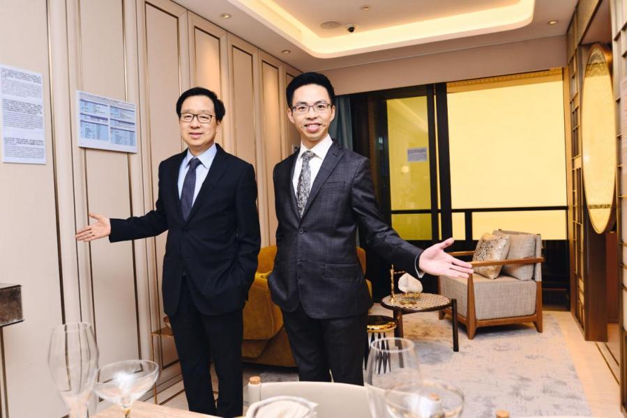 新地副董事總經理雷霆(左)證實集團有入標怡東酒店。