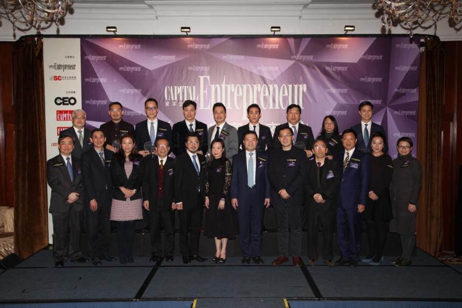 南華金融控股有限公司管理層與一眾嘉賓及得獎者合照。
