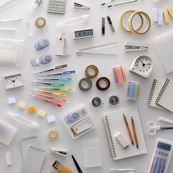 包括日本品牌無印良品在內,不少廠商均重新推出文具精品。