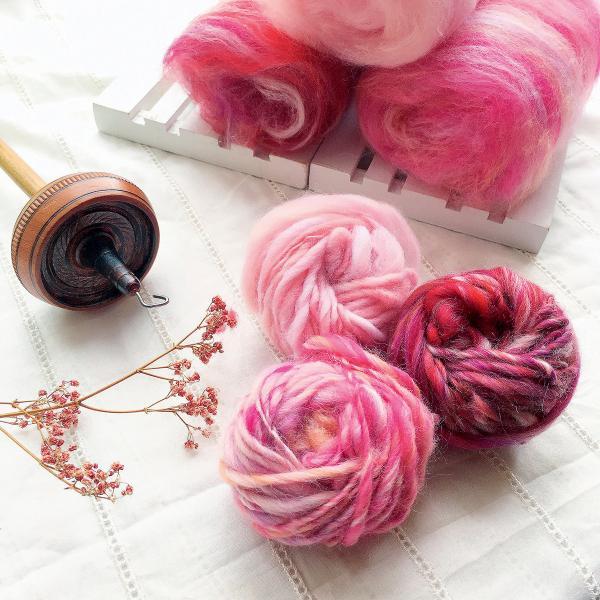 平凡的紡織原材料,卻能製成不同的生活用品,滲透日常每一個細節當中。