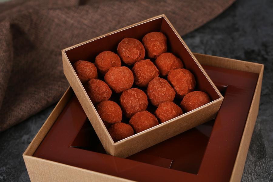 松露朱古力禮盒像個寶盒,入口即融的感覺,瞬間甜入心。