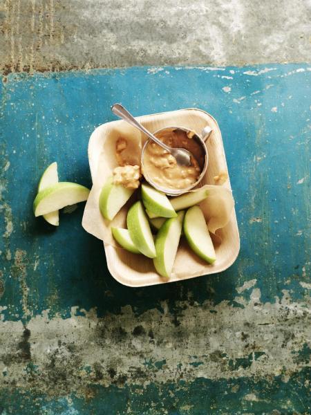 針對健康素食為消費者需要,Marks & Spencer(M&S)推出全新「Plant Kitchen」純素系列。圖為素食蘋果配花生醬。