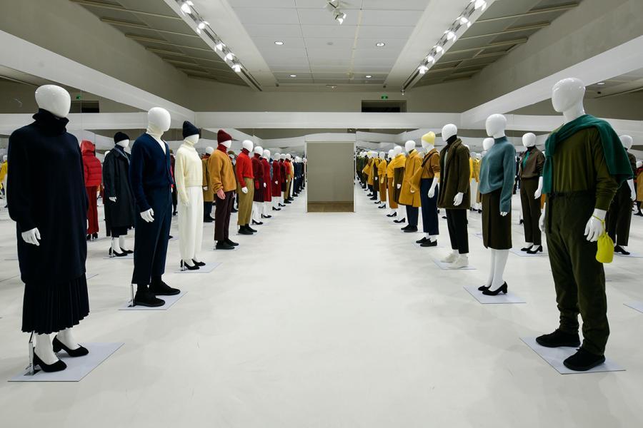偌大的成衣展示空間,充滿氣勢。