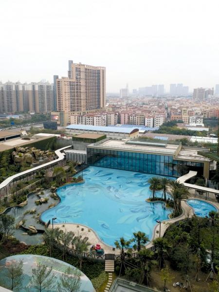 無邊際泳池與綠化園林景致是項目的一大特色。