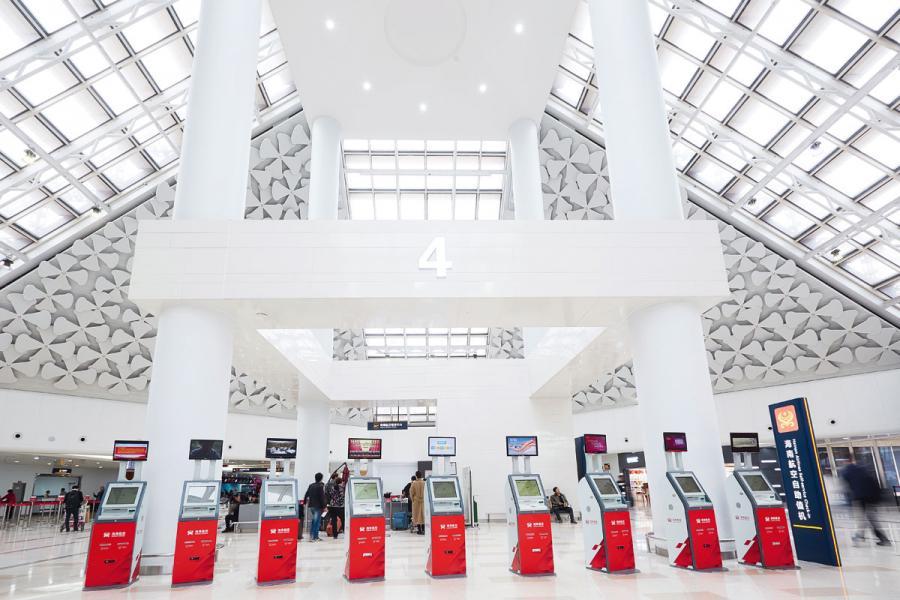 美蘭機場有不少自動化設施。