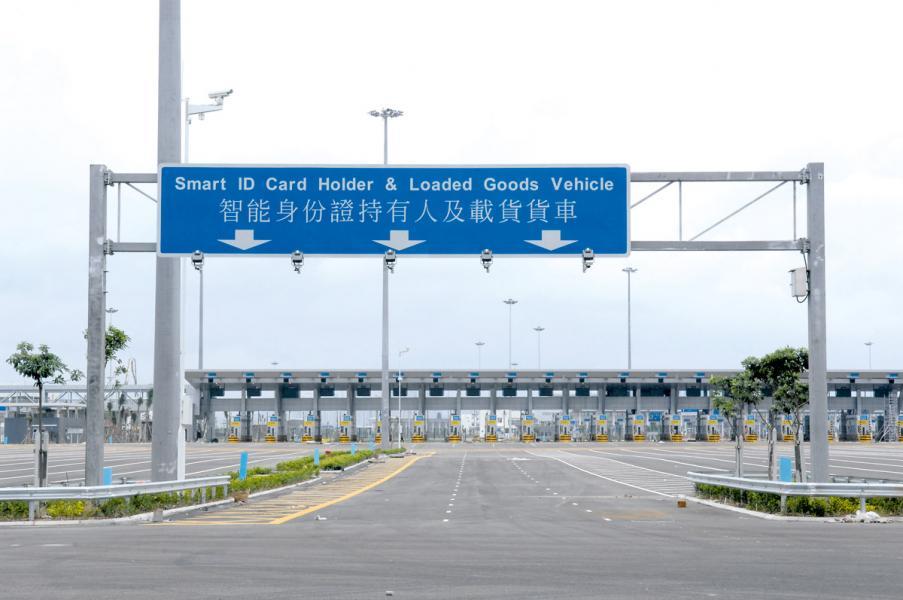 深圳灣口岸連接香港與深圳西部,直通前海。