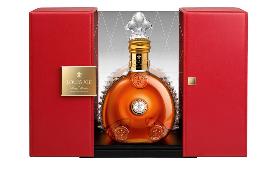 瓶身上印有皇家百合花徽(法國王室的標誌),每一個酒瓶及瓶塞都具有獨立編碼,瓶頸處還以 24 K 純金雕飾。