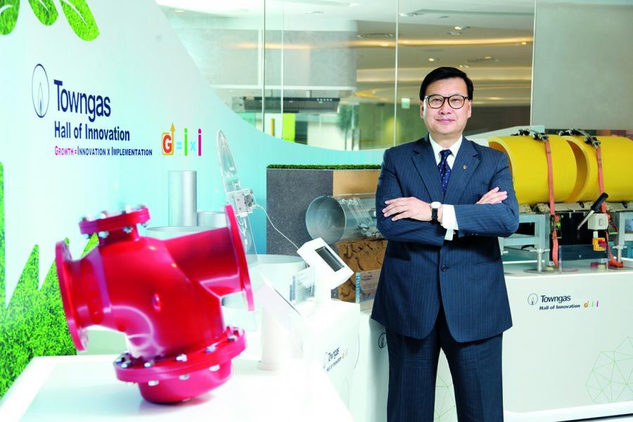 煤氣公司常務董事陳永堅。