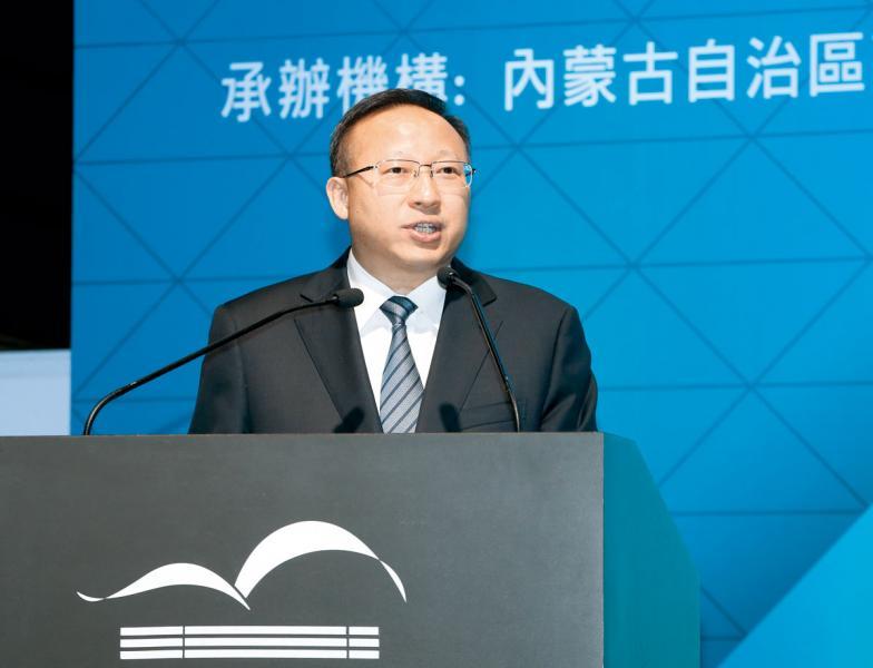 內蒙古自治區副主席張韶春。