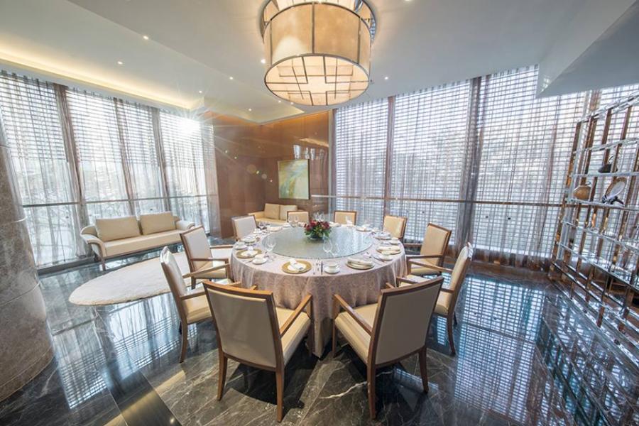 餐廳環境寬敞優雅,並設有多間貴賓房。