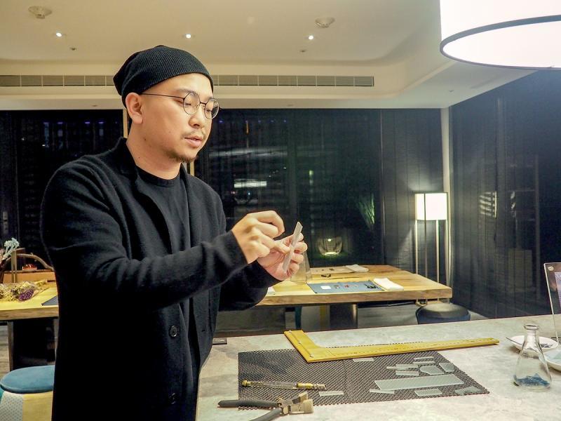 藝術家張博傑跟旅者分享台灣老房子的玻璃窗小故事,發掘手作品新趣。