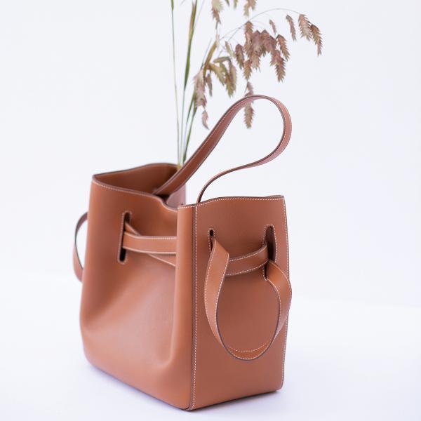 THAIS手袋是D'AUCHEL其中一款受歡迎出品。