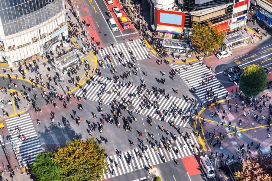 因人口減少,造成日本國內市場逐步萎縮,為了擴展業績,日本企業積極進行海外併購。