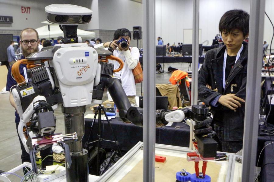 去年粵港澳大灣區發明專利申請量超過十七點六萬件,總和遠超其他三大灣區。
