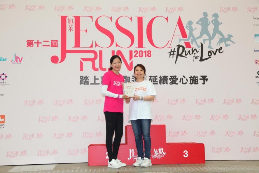 南華金融控股有限公司及南華傳媒執行副主席吳旭茉頒發感謝狀予思覺基金代表。