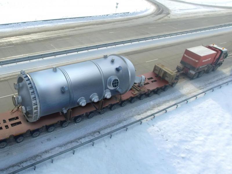 圖為嘉里物流把加氫反應器由中國哈爾濱運送至烏茲別克斯坦諾沃伊。