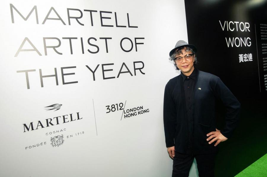 今年馬爹利本地藝術創作者黃宏達合作,邀請他擔任馬爹利年度藝術家,並於 H.O.M.E by Martell 派對展出其一系列以科技突破傳統的水墨畫作。