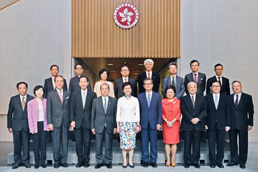 林鄭月娥形容今屆行會有豐富金融經驗的「四大支柱」。