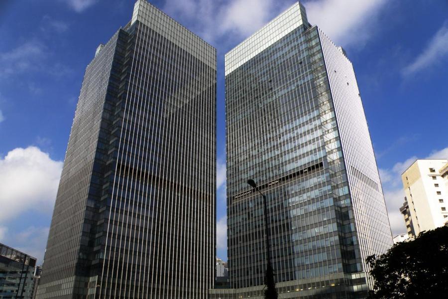 公司主要收入來自於商業建築項目,毛利率比較低,一直在10%左右徘徊。