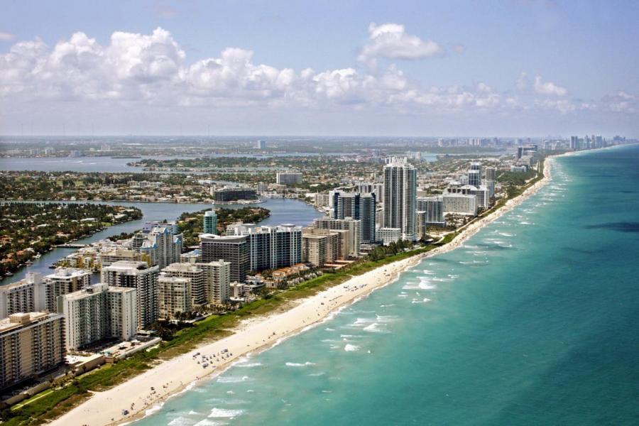 約有33,000名百萬富翁居住在邁阿密核心區,佛羅里達州有低稅州的地位,也推動了黃金地產升值。