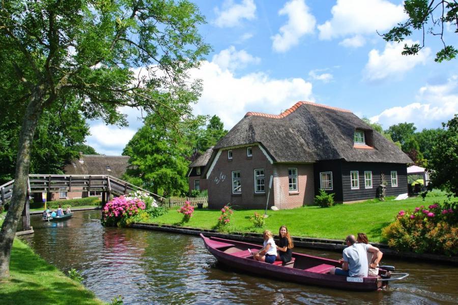 荷蘭樓價最高的城市是阿姆斯特丹,最低的房產價格大約在44萬歐元左右。