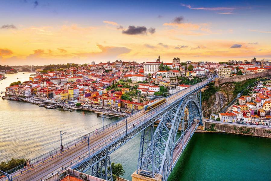 在實行「黃金簽證」的六年中,葡萄牙共吸引外來投資41.55億歐元,其中房產交易額達37.88億歐元。