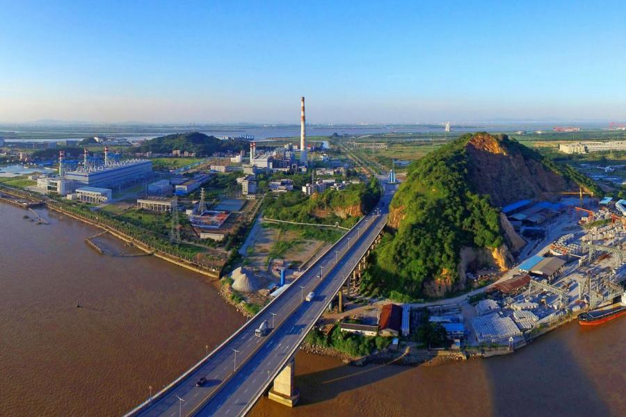 珠江東西兩岸的科學城如火如荼地興建,百花齊放。