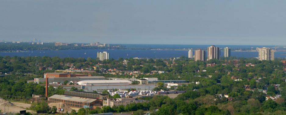 咸美頓是加拿大安大略省東南部的港口城市,曾有「鋼鐵城」之稱。