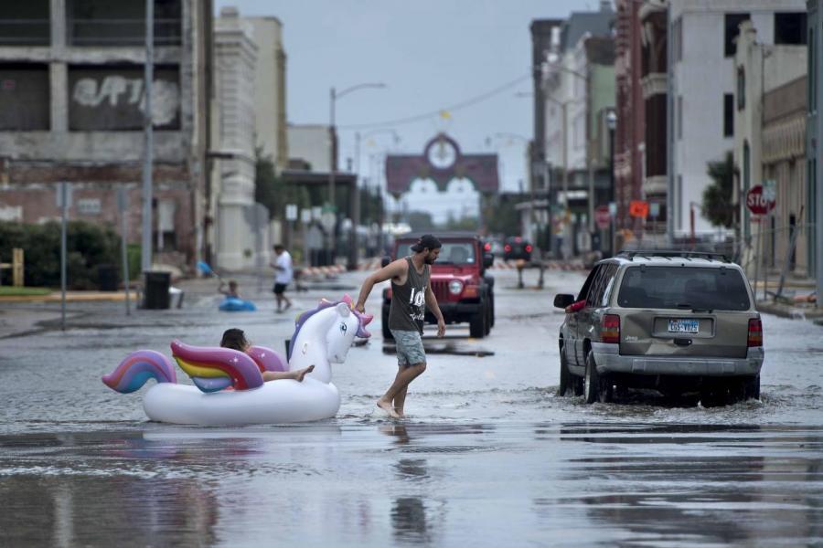 連環受兩颶風吹襲,料為美國帶來三千億美元的經濟損失。