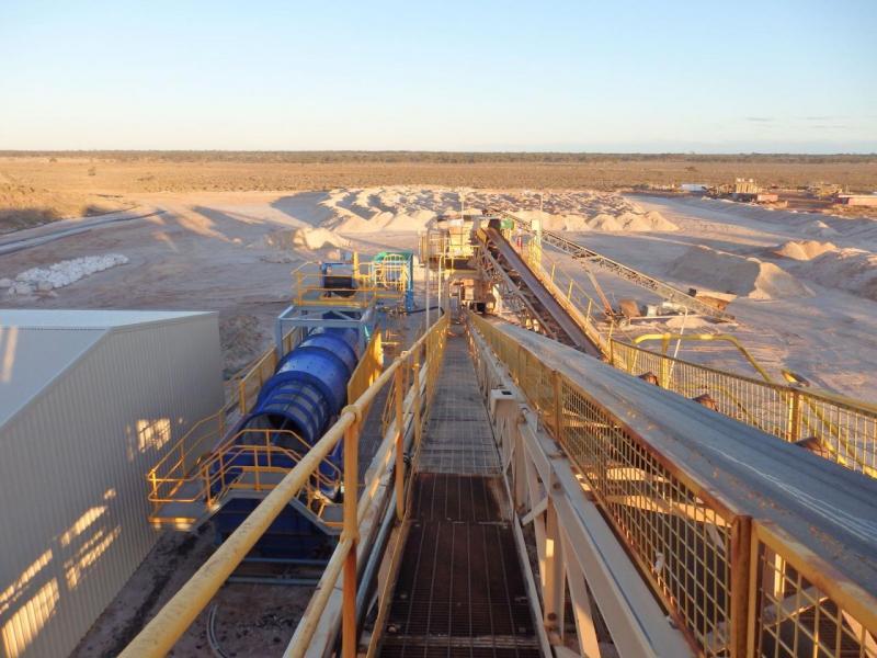 寶威透過入股新加坡上市公司AMAL,持有西澳洲巴爾德山鋰精礦。