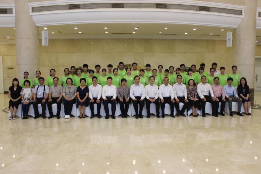 遼寧省政協高度重視交流團到訪,主席夏德仁及多位領導在遼寧友誼賓館會見,並合照留念。