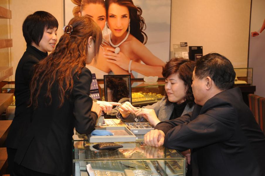 預計到二○二一年,香港的百萬富翁人數將達十五萬六千。