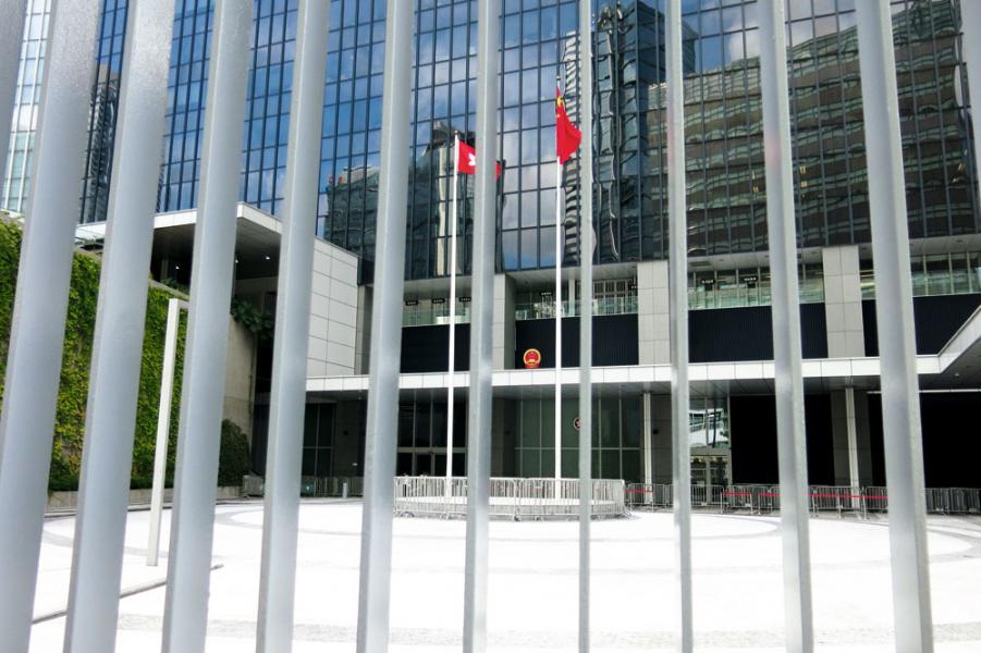 林鄭月娥上任後表示考慮重開政府總部東翼前地。