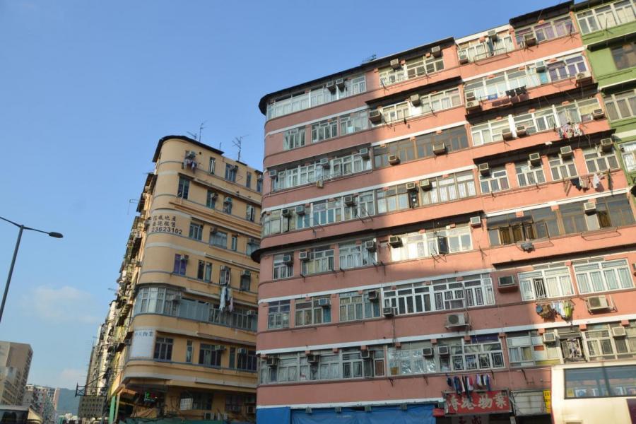 隨著地價高企,更多發展商改以市區舊樓重建來增加土儲。