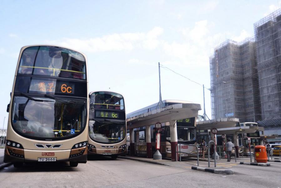 本港專營巴士行車時間長,同時須在炎熱氣候下持續提供空調,極大考驗電動巴士的續航力。
