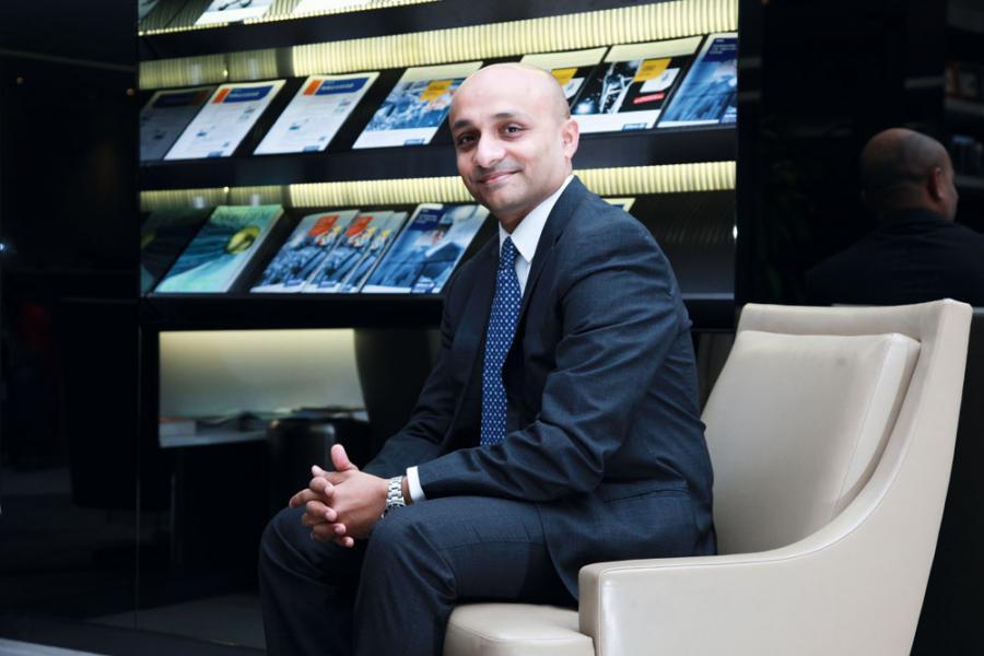 Kunal Ghosh認為,做投資決定切忌衝動,不應盲跟市場。
