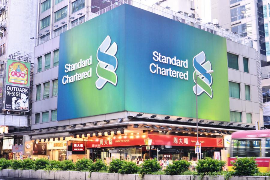 有指渣打銀行因政治壓力停止在《蘋果日報》刊登廣告。
