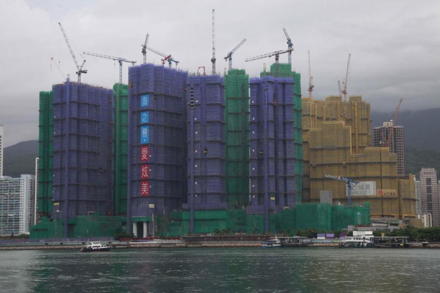 長實地產今年賣樓表現突出,期內售出逾2,750伙,主要是來自荃灣海之戀。