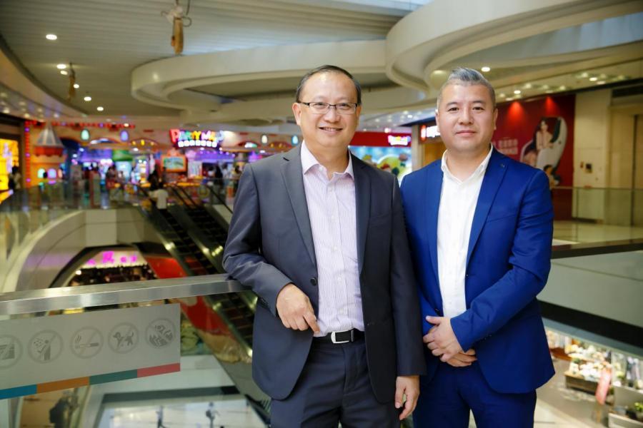 左起:領展資產管理(中國)總監霍業生、廣州西城都薈廣場租賃總監李嘉麟