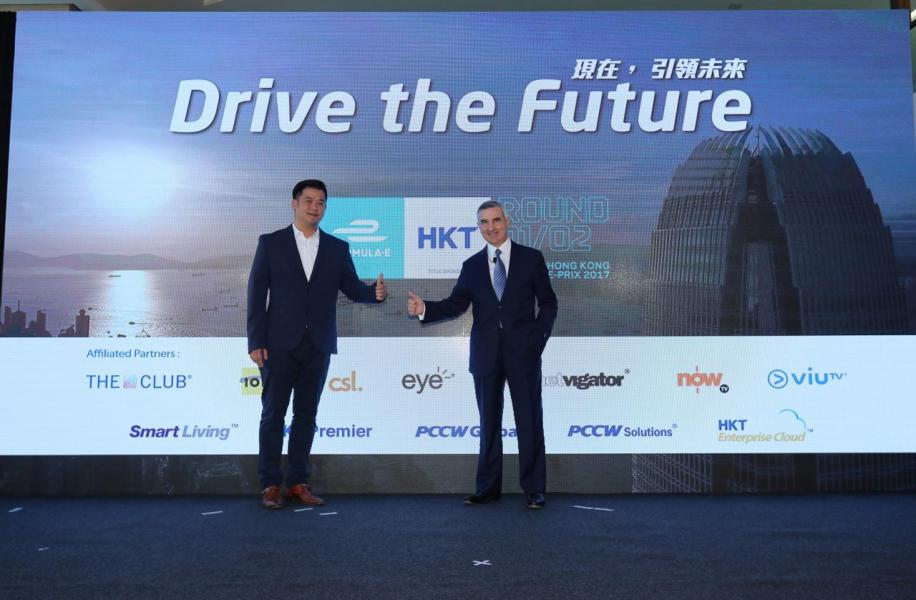 香港電訊集團董事總經理艾維朗(右)及Formula Electric Racing (Hong Kong) Limited行政總裁方仁傑