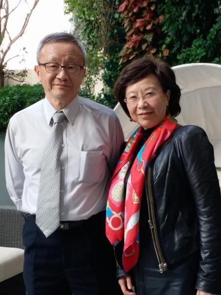 華懋集團管治委員會主席龔仁心(左)與華懋市場部總監龔中心(右)。