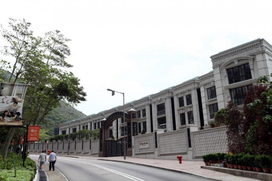 項目為一幢含多單位的建築物,與排屋的設計相似。