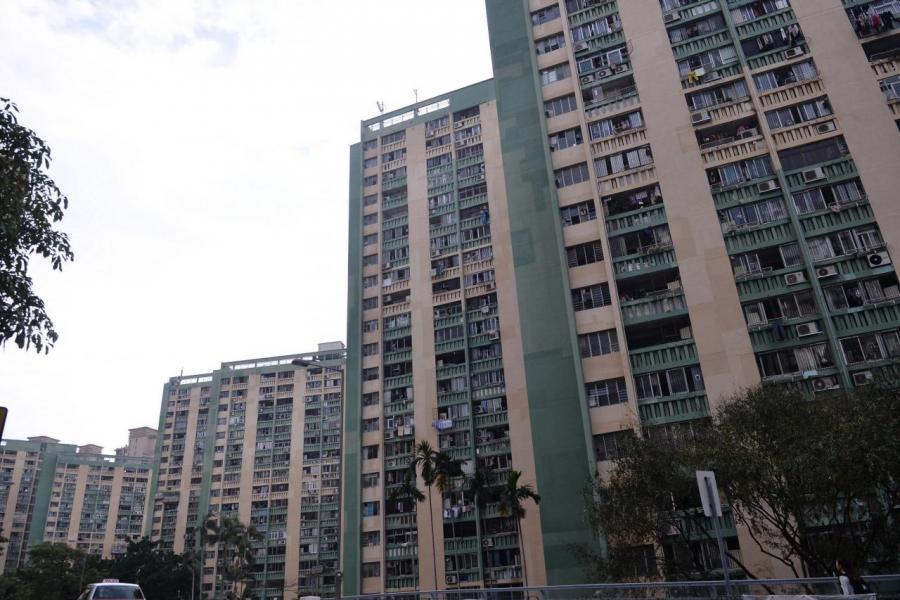 政府早前決定將新落成公私營房屋比例由6:4改為7:3,但仍未能應付需求。