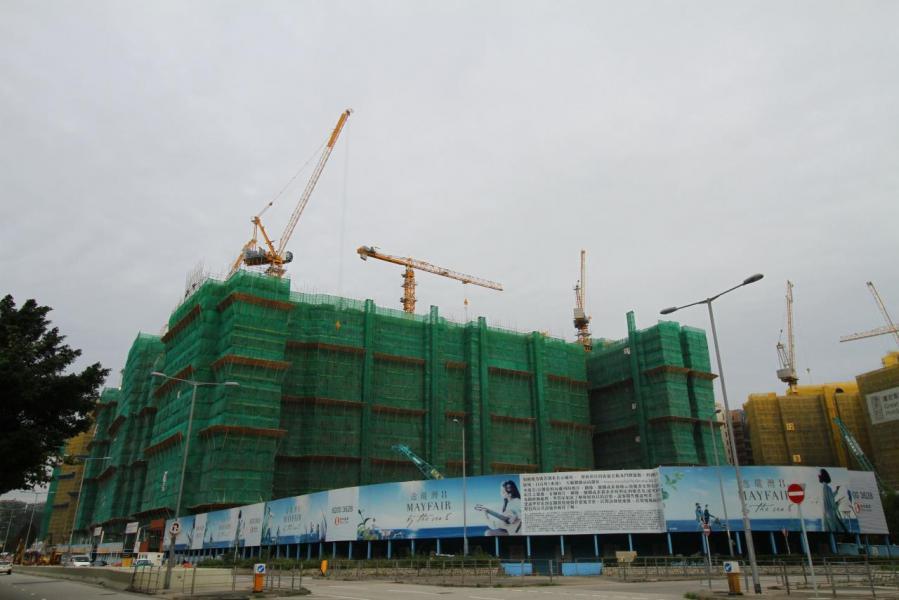 逸瓏灣8建有3幢住宅大樓,共設5座,提供共528伙分層單位。
