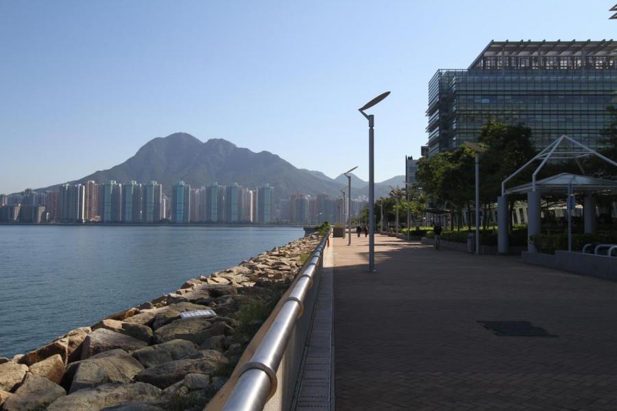住戶閒時可到吐露港旁的單車徑踏單車或欣賞海景。