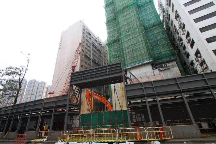 荃灣大涌道18號項目以逾9億多元的補地價金額批出,樓面每呎補價5,334元,創全港同類補地價新高。